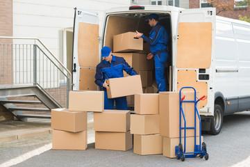 トラックの大きさを確認して荷物は全部つめれるか、道幅は大丈夫かなど確認する
