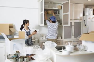 引越し費用には梱包に使う材料費や業者に支払うものやさまざまなお金が含まれます。